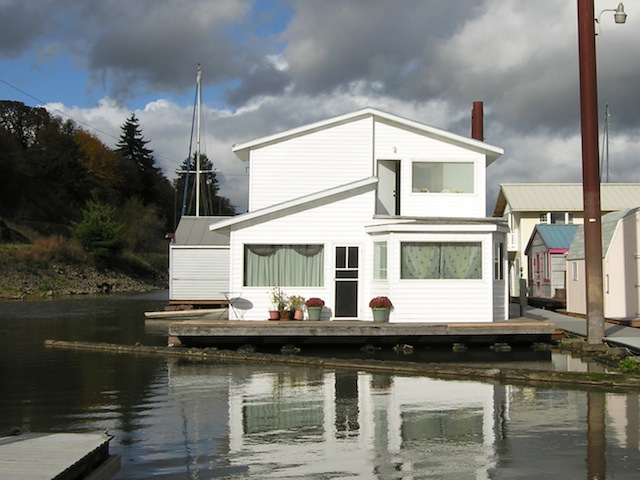 Beautiful floating home across from sauvie island Floating homes portland